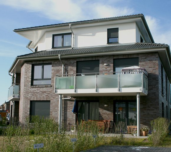 Mehrfamilienhaus / Gewerbebauten